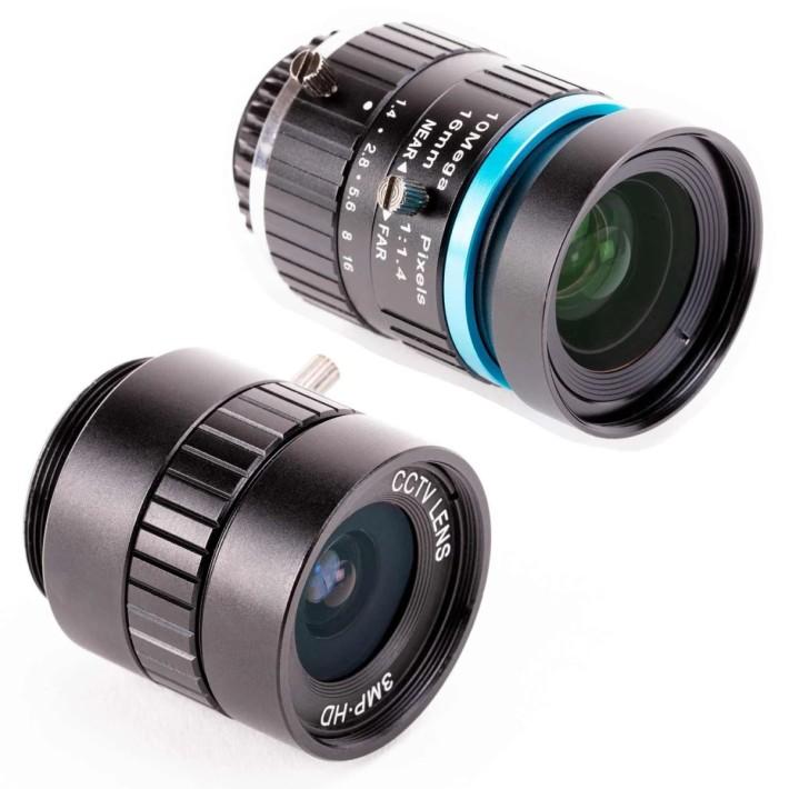 與 HQ 模組一同推出的兩款入門鏡:6mm 3MP 廣角鏡頭(左前)和 16mm 10MP 遠攝鏡